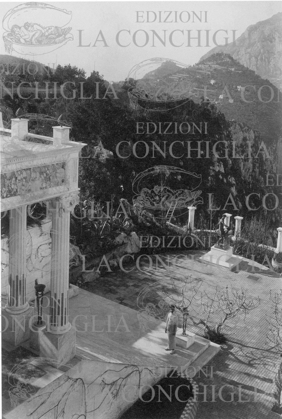 La scala di accesso al pronao della Villa Lysis con il terrazzo (1906 ca.)