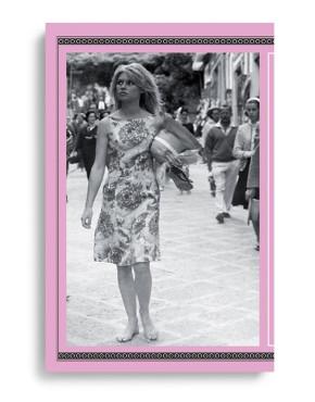 CAPRI - FRAMMENTI DI UNO STILE / FRAGMENTS OF STYLE. A cura di / by Riccardo Esposito e Ausilia Veneruso. Pagg. 168. Formato 24,50x23,50. Collana Haliotis. Edizioni La Conchiglia Capri.
